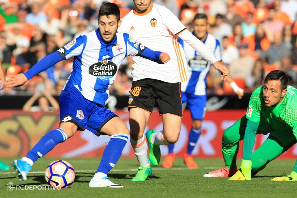 Carles Gil ante Diego Alves